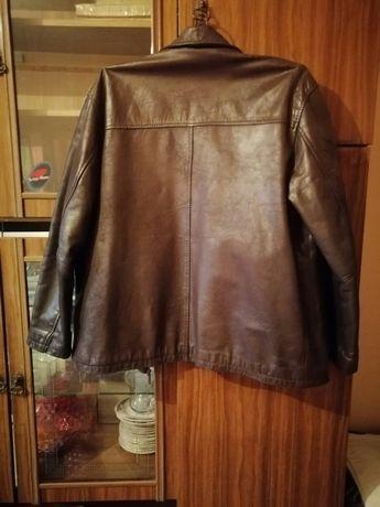 Продам мушскую кожуную куртку бу