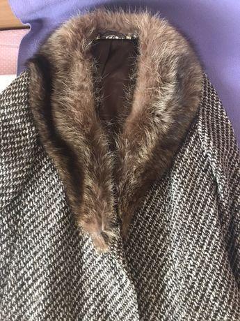 Дамско палто с яка от лисица