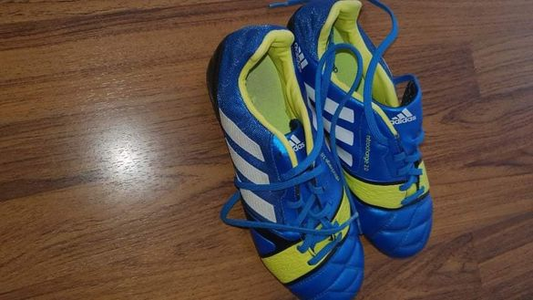 Бутонки Adidass.