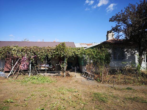 Vând casă cu teren in comuna Gârbovi