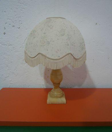 Veioza veche cu picior din onix si abajur textil (Lampa)