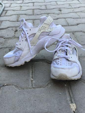 Nike huarache marimea 36,5