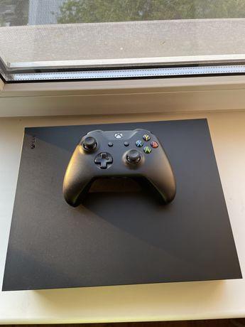 Продам Xbox One X, 2 игры в подарок