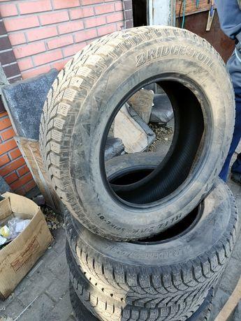 Продам зимнию резину шипованную Bridgestone 205/65 R15