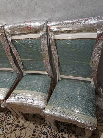 Продам Абсолютно новые стулья 2шт. Белого цвета
