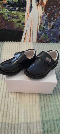 Ботинки для мальчика лакированные