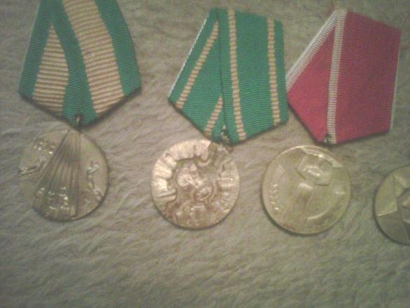 Продавам колекция ордени и медали