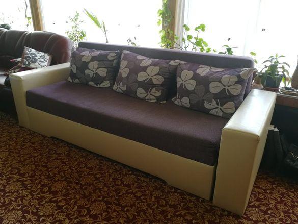 Разтегателен диван с раклa за завивки