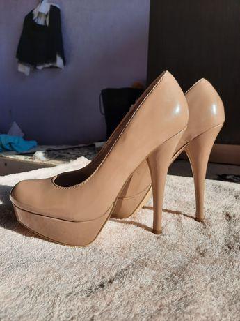 Туфли на супер высоком каблуке