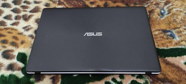 Продам ноутбук ASUS X550C Core i7 3537U