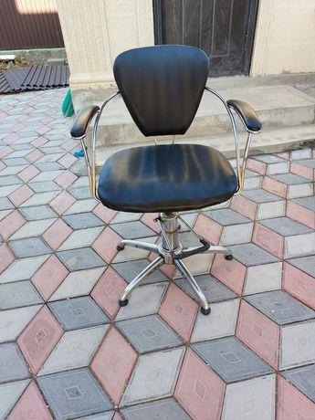 Парикмакерские кресла