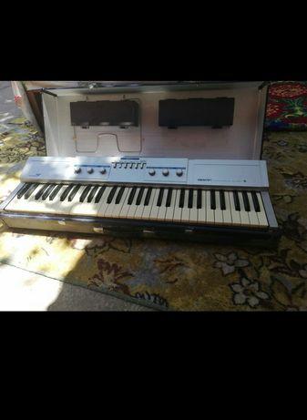 Пианино электический, синтезатор