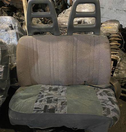 Передние пассажирские сиденья Форд Транзит 95г привозное.