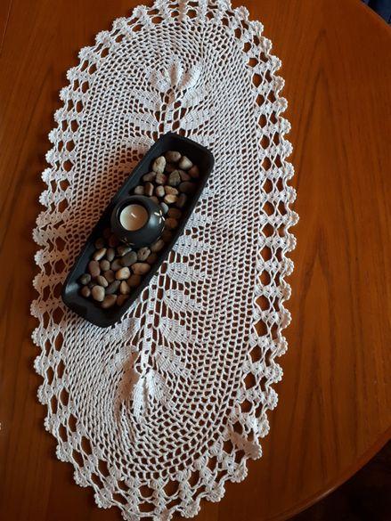 Декорация за маса-плетиво на една кука