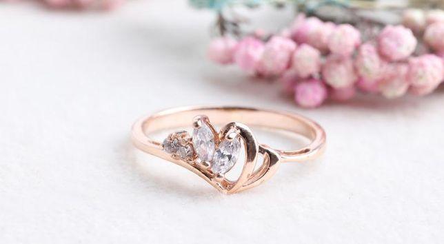 0% Кольцо с камнями, золото 585 Россия, вес 1.39 г. «Ломбард Белый»