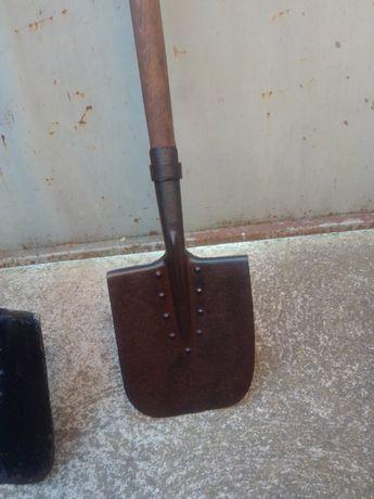 Права военна лопата с нитове кожен калъф