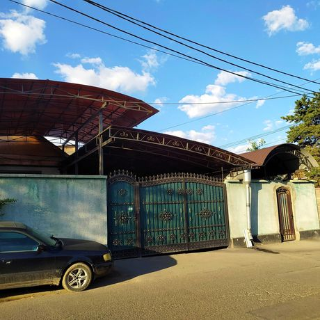 Продам дом   548,9 кв.метров с действующим бизнесом. Район Тастак