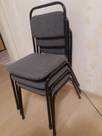 Срочно продаю стулья в офис