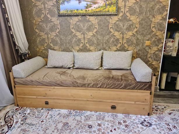 Продам детский диван + стол