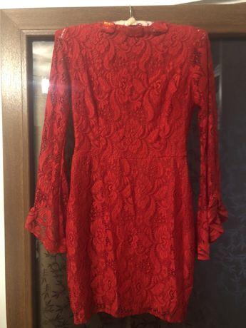Vand rochița rosie , mărime s