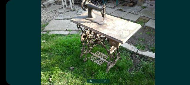 Mașină de cusut  antică