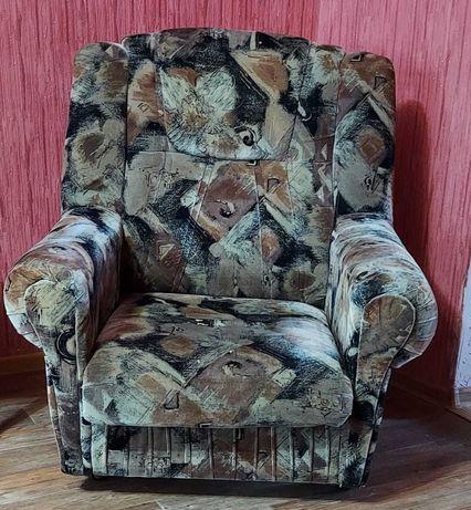 Кресло в гостинную в очень хорошем состоянии. Мягкая мебель для дома