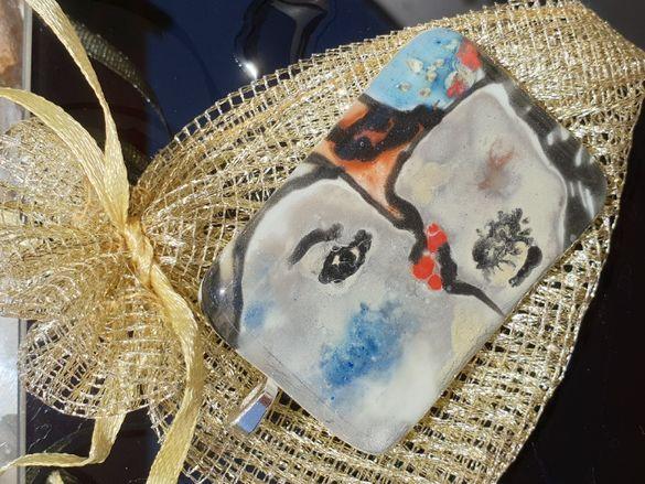 Медальоните са изработени от мурано стъкло.Красив подарък