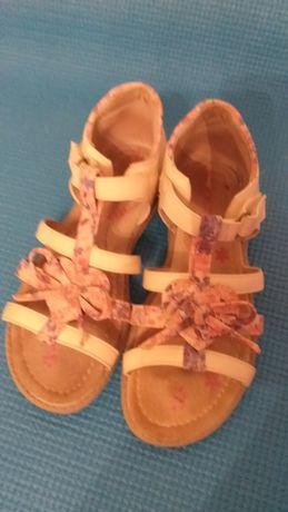 Продам сандали на девочку 32р