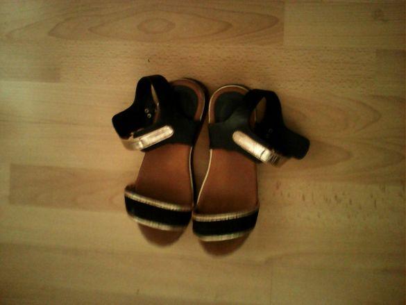 Черни сандали
