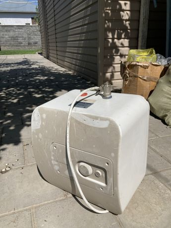 Продам водонагреватель Аристон 30 литров