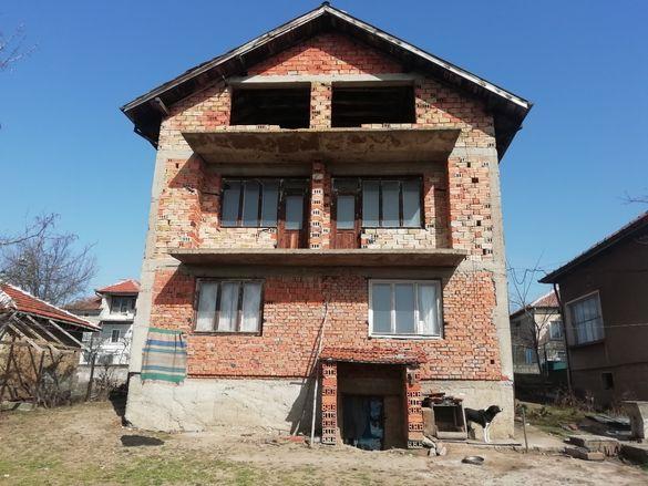 Продавам къща в гр Оряхово област Враца