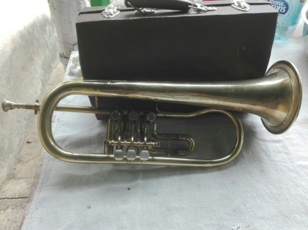 Vand ..schimb trompeta/ fligorn ..pe un clarinet