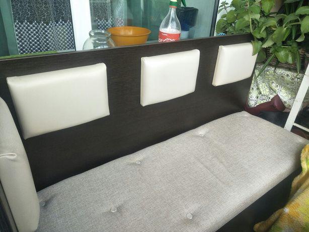 Мини диван можно в прихожей или на балкон размер140*50*1м высота