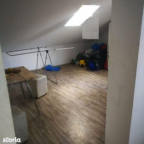 Apartament cu 3 camere de vanzare in Manastur, zona Mehedinti.