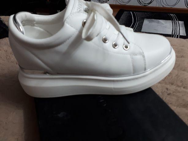 Обувь женская модная