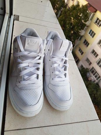 Adidasi albi Nike
