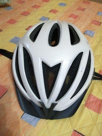 Каска за колело бяла