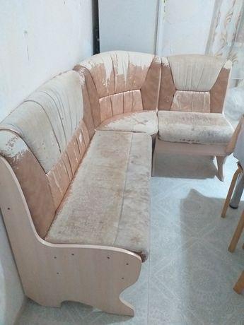 Продам угловой диванчик