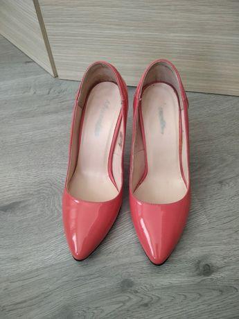 Pantofi cu toc..