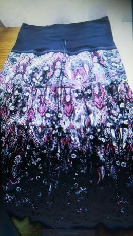 Taior nou cu eticheta și fusta de blugi