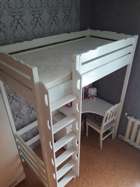 Продам кровать столик