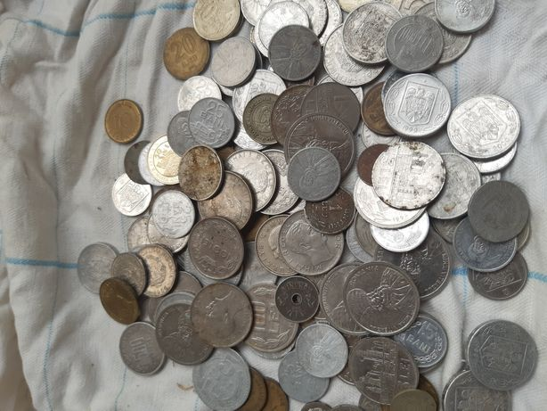 Vând  bani  vechi