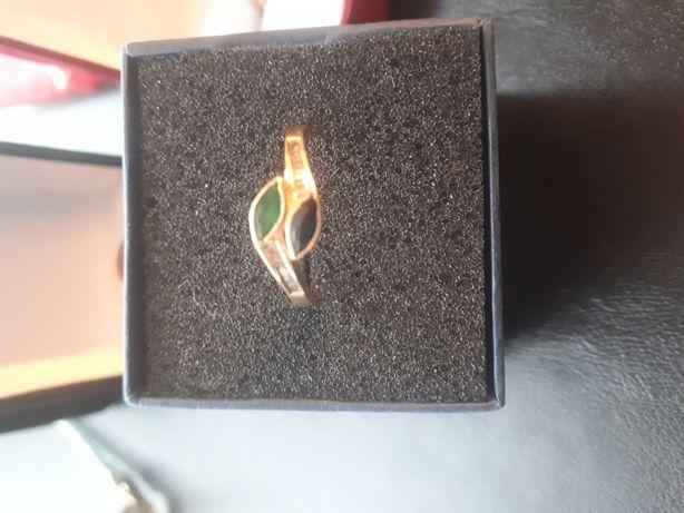 inel aur 14k cu diamante, safir și smarald