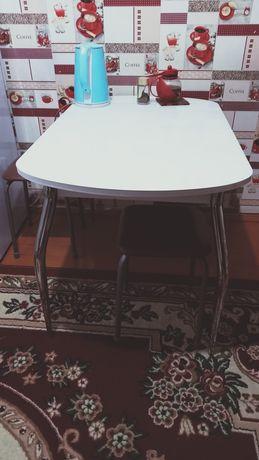 Продам кухонный стол в хорошим состояние все вопросы по телефону . Про