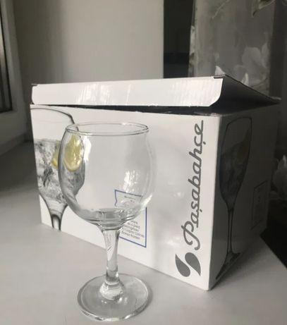 Фужеры, стаканы, бокалы