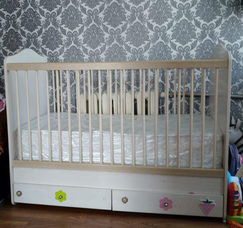 Продам детскую кроватку и тумба( пеленальный столик).