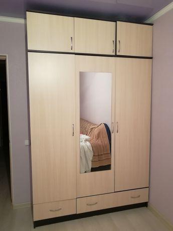 Продам шкаф 3 х дверн, 35000тг,высота 2.20,ширина 1.50,