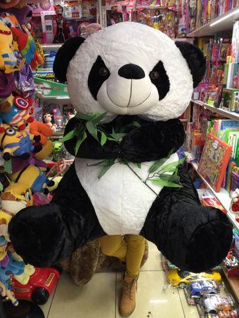 Urs panda cu bambus