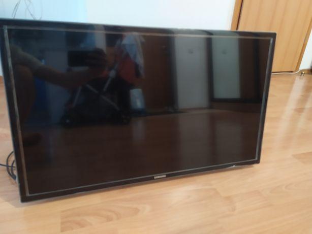 Телевизор на кронштейне в заводской пленке