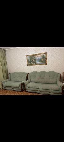 Два светло зелёных дивана